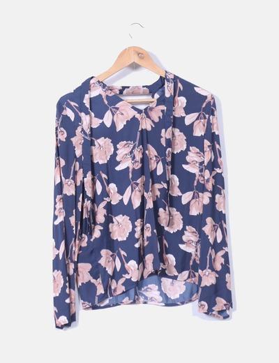 Blusa floral saten con chocker