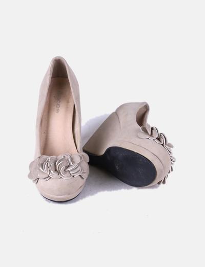 Zapato con cuna de ante beige