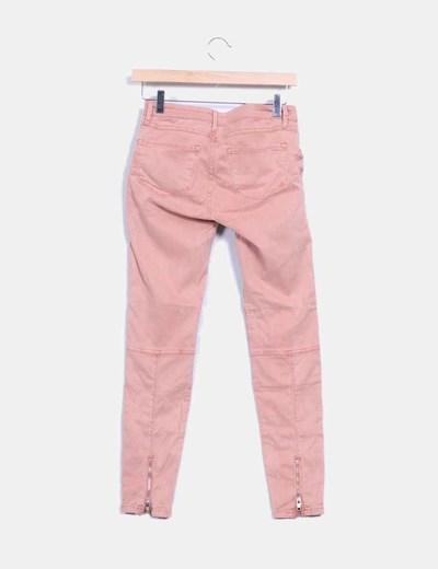 Pantalon rosa maquillaje