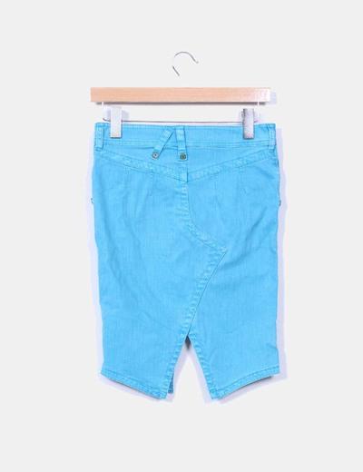Falda azul con abertura