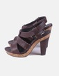 Sandalia marrón detalle bordado Bimba&Lola