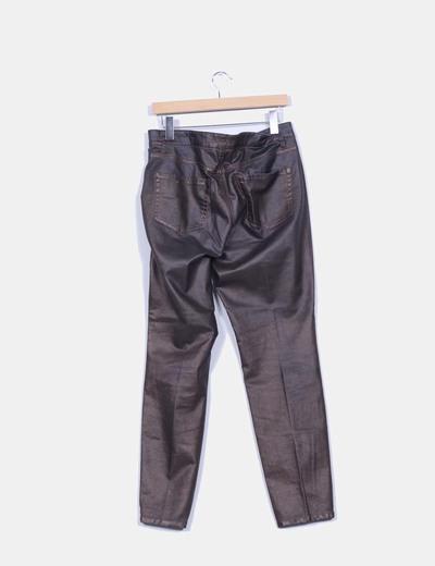 Pantalon encerado marron con brillo
