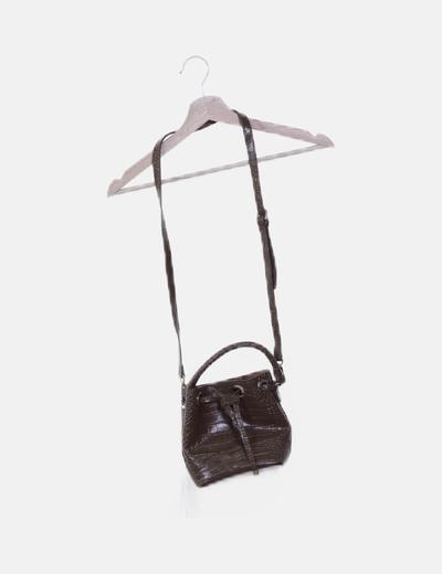 Bolso saco mini marrón texturizado