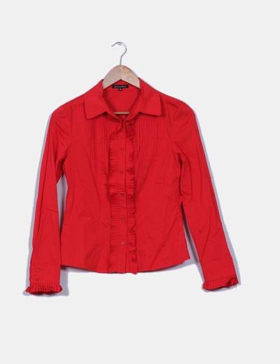Camisa roja con chorreras de tablas Pedro del Hierro