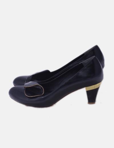 Zapato negro combinado con tacón