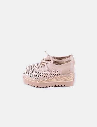 Zapato beige troquelado con plataforma