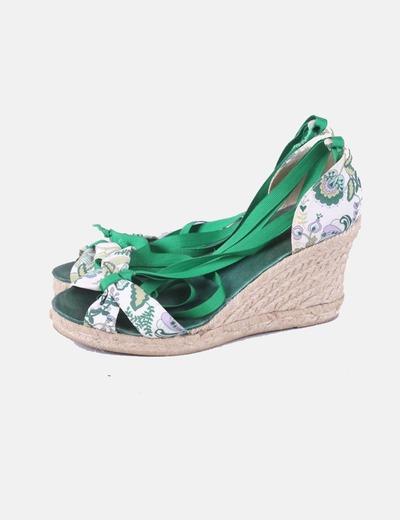 Alpargatas verdes y blancas con estampado