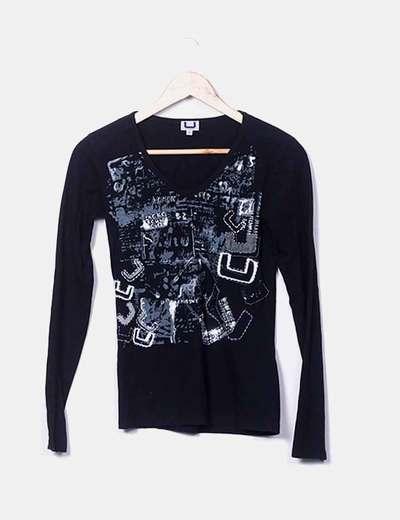 Camiseta negra estampado gris