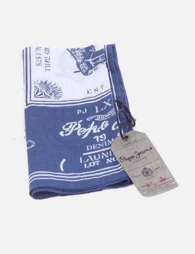 Pañuelo azul estampado