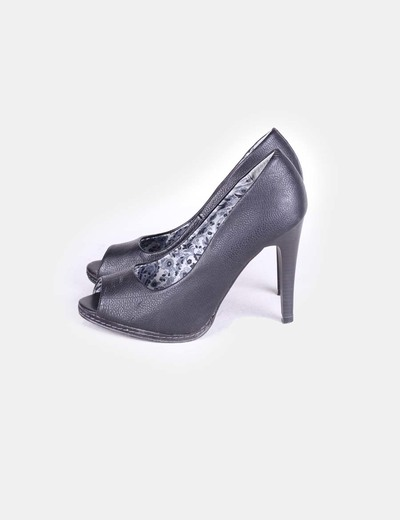 Zapato negro peep toe Lefties