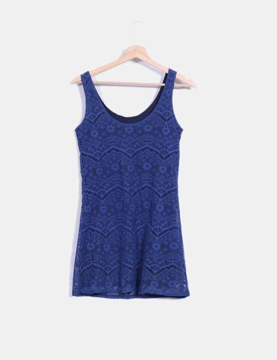 Vestido de tirantes azul combinado con crochet