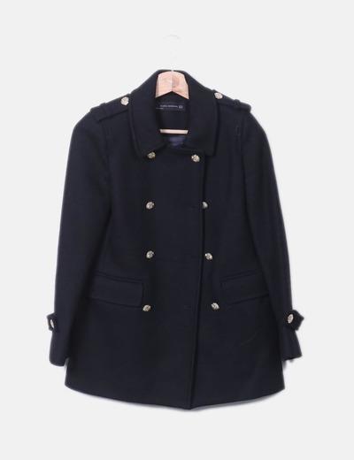Abrigo negro con botones dorados Zara