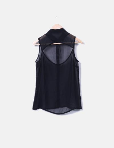 Camisa negra semitransparente detalle abertura