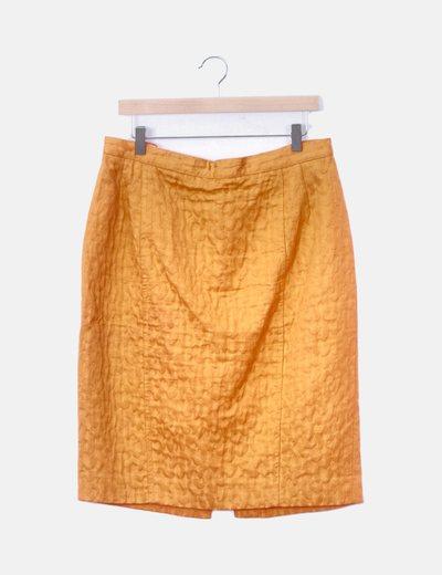 Falda naranja textuizada