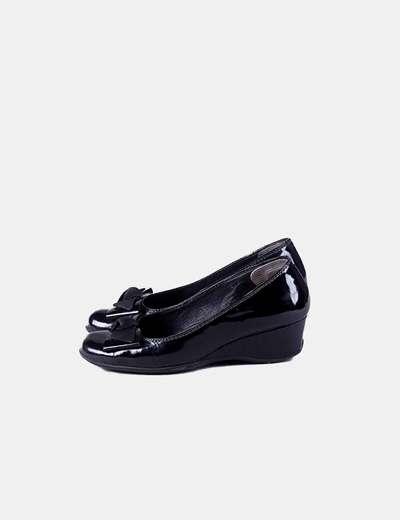 Zapato negro con cuña