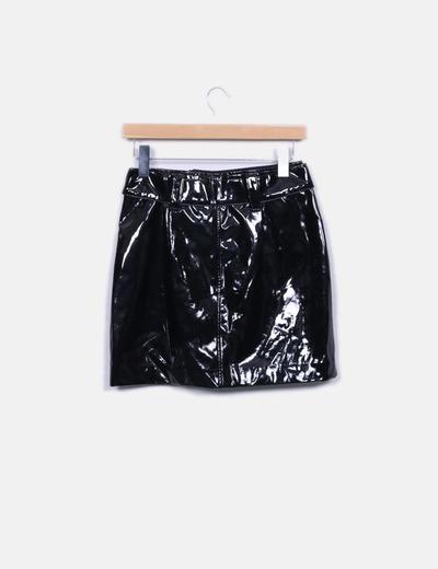 Minifalda negra acharolada