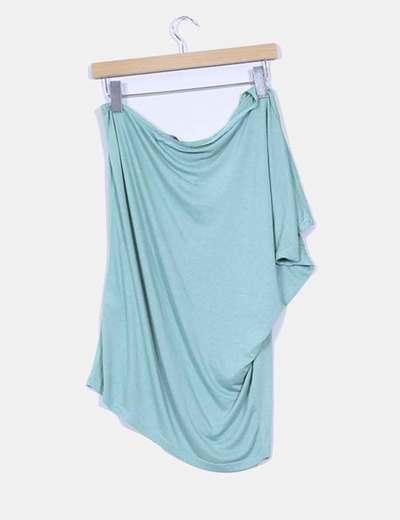 Camiseta verde mint con escote asimetrico