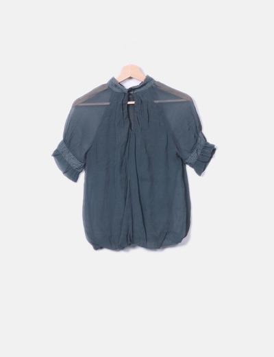 Blusa verde combinada