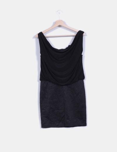 Vestido negro combinado con escote baba