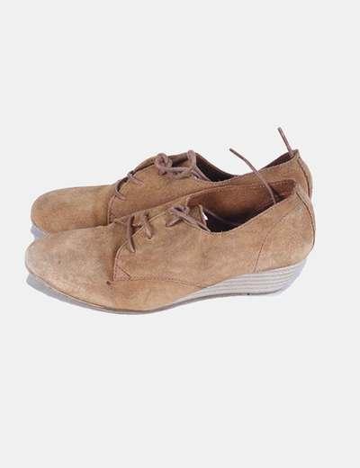 Zapato de ante camel con cuña Besweet