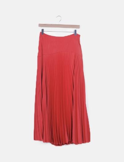 Falda roja satén plisada