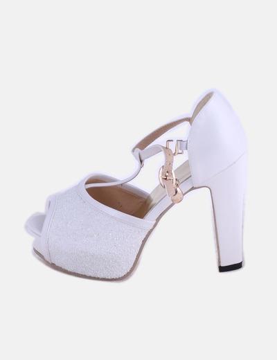 Sandalia blanca con glitter