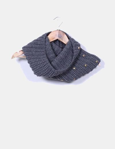Cuello gris de punto con tachas NoName