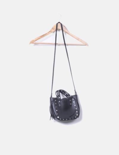 Bolso negro tachas plateadas con asa