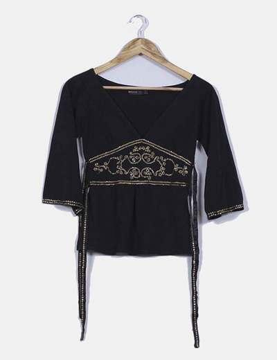 Top negro escote en pico con lentejuelas Zara