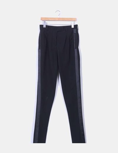 Pantalón harem negro con lineas satinadas NoName