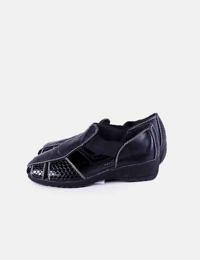 Zapato negro combinado aberturas