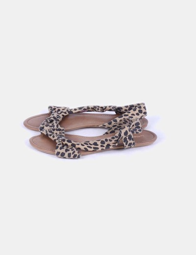 Sandalia plana animal print Lefties