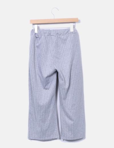 Pantalon recto gris con rayas