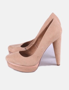 Zapato beige de tacón con plataforma Bershka 9a060128ad6f