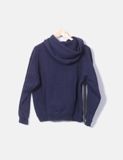 Sudadera azul con capucha mensaje