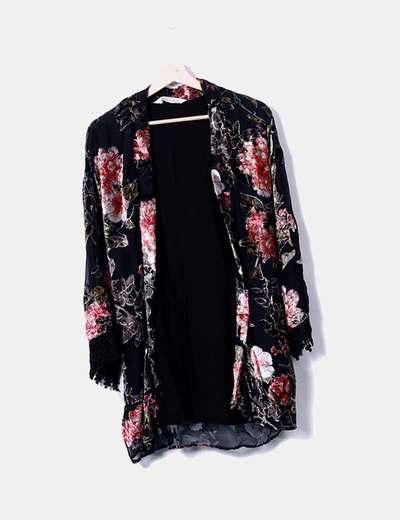 Kimono noir imprimé velours Bershka