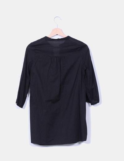 Blusa negra escote bordado