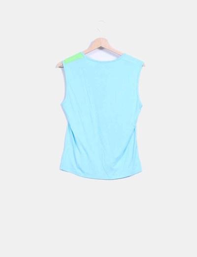 Camiseta sin mangas azul y verde