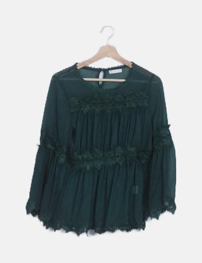 Blusa verde semitransparente detalle encaje