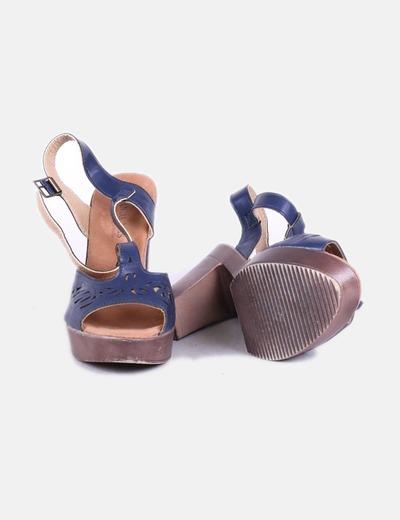 Sandalia azul con tacon