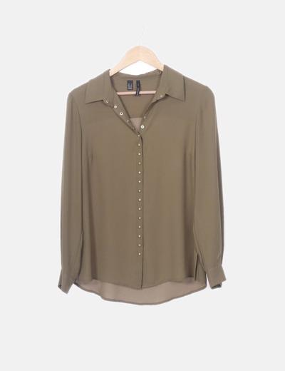 Camisa fluida verde detalle tachas