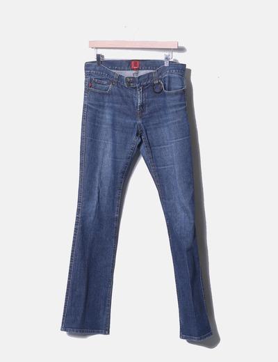 Jeans azul con detalle de arandela