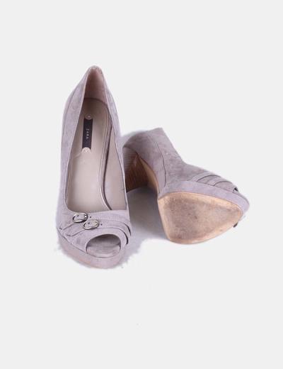 Zapatos peep toe antelina taupe
