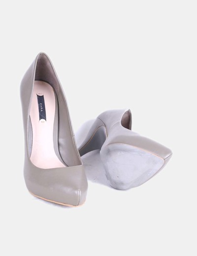 Zapato de tacon gris