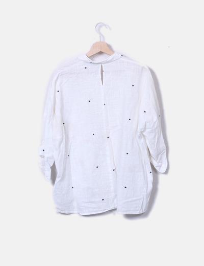 Camisa blanca estrellas bordadas