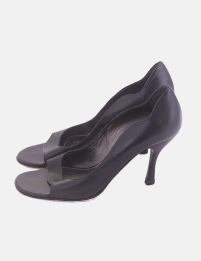 Zapato negro de tacón peep toe