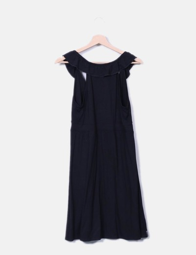 Vestido fluido negro detalle volantes