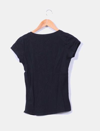 Camiseta basica negra con botones