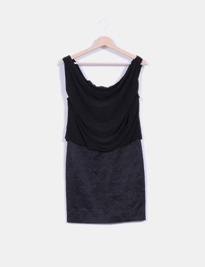 Vestido negro combinado con escote baba Pilar Prieto