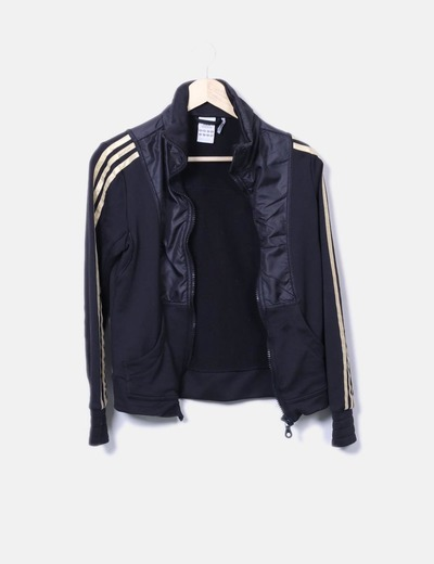 Sudadera negra combinada con rayas doradas Adidas